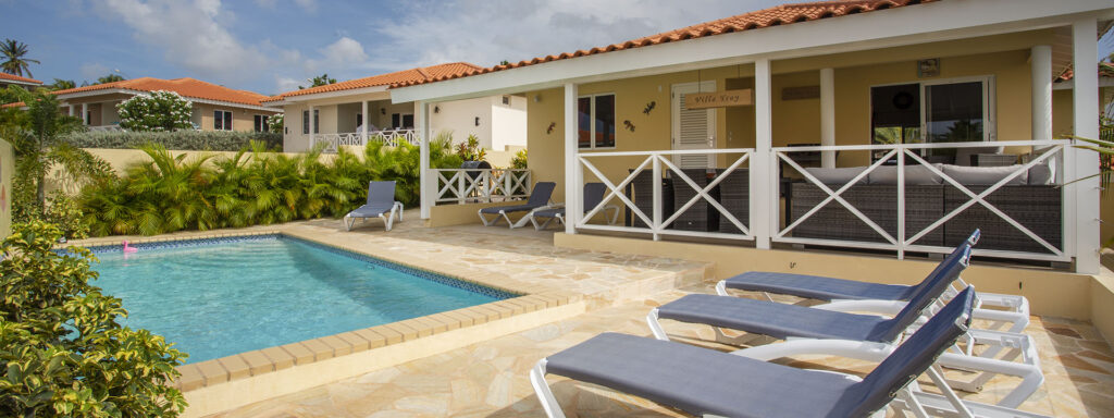 villa with private pool curacao