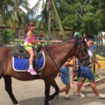 horse back riding with children op curacao by rancho alegre